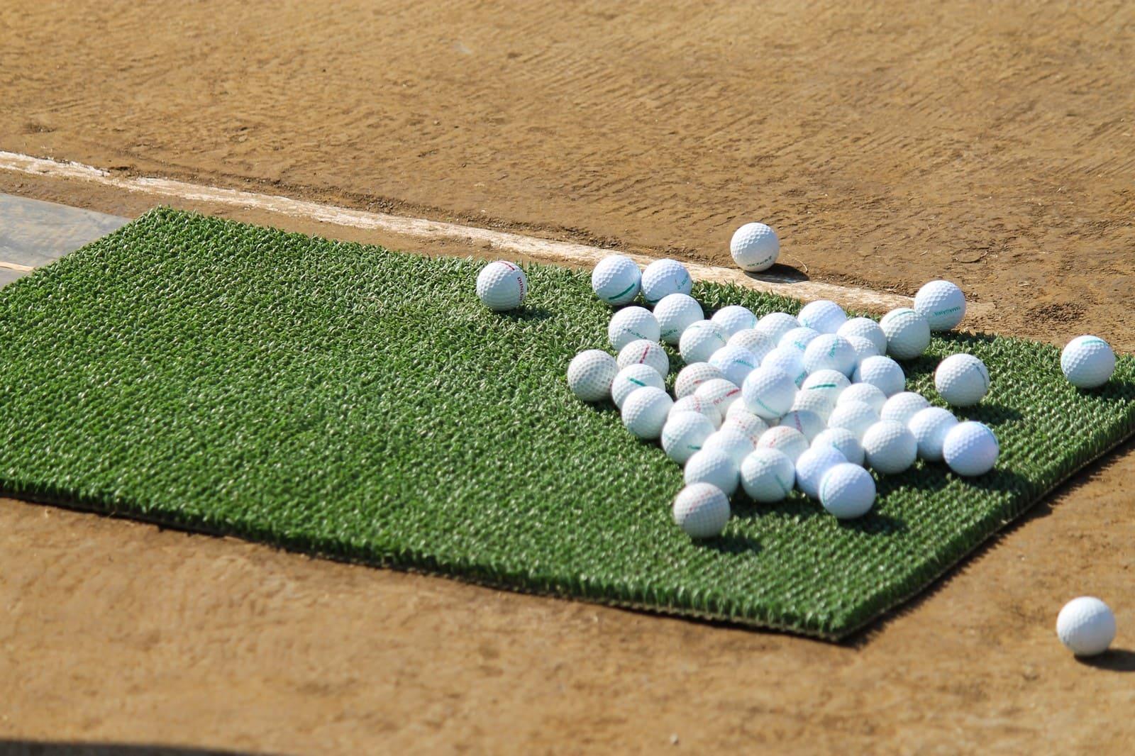 練習マットとボールの画像です。