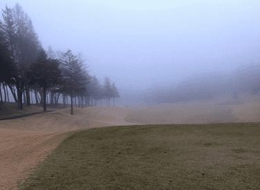 栃木ヶ丘ゴルフ倶楽部のOUT1番ホールの画像です。